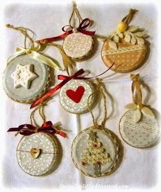 christmas decoration from recycled materials Christmas Ornament Crafts, Handmade Christmas, Vintage Christmas, Diy And Crafts, Christmas Wreaths, Christmas Crafts, Christmas Decorations, Church Crafts, Idee Diy