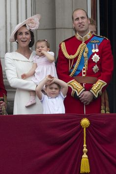 (L-R) Britain's Catherine, Duchess of Cambridge holding her daughter Princess Charlotte, Prince George and Britain's Prince William, Duke of Cambridge stand on the balcony of Buckingham Palace to watch a fly-past of aircrafts by the Royal Air Force, in London on June 11, 2016. .Trooping The Colour and the fly-past are part of a weekend of events to celebrate the Queen's 90th birthday. / AFP / JUSTIN TALLIS