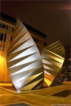 """Angel's Wings"" sculpture, London, UK by Thomas Heatherwick Studio"