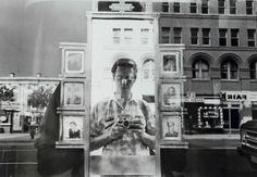 En plena explosión Selfie, recordemos algún autorretrato de maestros de la fotografía: Lee Friedlander...