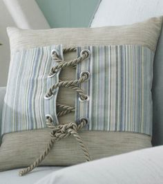 Coastal Decorating: Grommet & Rope pillow