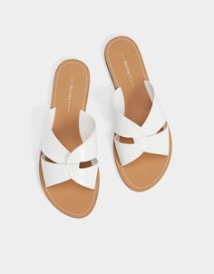 Shoes Flats Sandals, White Sandals, Leather Sandals, Zara Flats, Flat Sandals, Spring Shoes, Summer Shoes, Holiday Shoes, Crazy Shoes