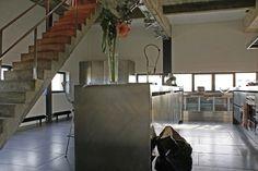 Pose de carrelage et agencement design dans cette cuisine US contemporaine à Lille. Professionnel expert de l'éco-rénovation Qualibat RGE. Stairs, Design, Home Decor, Stairway, Staircases, Interior Design, Ladders, Design Comics, Home Interior Design