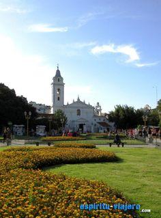 Plaza Alvear, enfrente la Iglesia del Pilar
