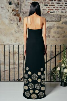 Hot Dress, Dress Skirt, Red Carpet Dresses, Looks Style, Black Silk, Couture Fashion, Ball Gowns, Womens Fashion, Fashion Top