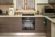 Někdy je zapotřebí vyčistit kuchyň od nepříjemného zápachu, kvůli vůni cibule, česneku a dalších surovin, které zapáchají. Přestože otřete kuchyňskou linku, nepříjemná vůně visí ve vzduchu. Po delší době je tento zápach nepříjemný a velmi silný. Máme pro vás jednoduchý recept, jak se zbavit nepříjemného zápachu jednou provždy. Přípravek na odstranění nepříjemného zápachu vuzavřených prostorách …