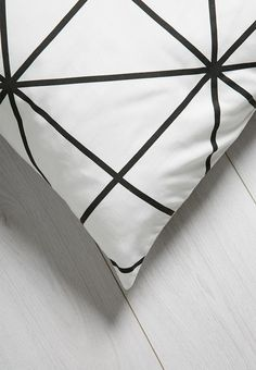 This simple and stylish monochrome scatter cushion cover with its clean geometric lines is an easy decorative addition to any living space, but will look even better paired with multiple cushions to create symmetrical styling.