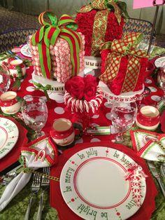Fun Christmas Table Decorations & 27 White Christmas Table Decorations Ideas | Christmas tables ...