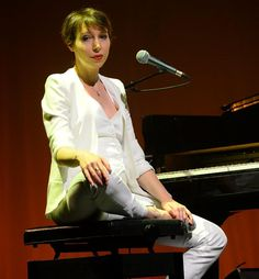 Jeanne Cherhal is a #French singer-songwriter. Discover more #Frenchmusicians by following Talk in French on Pinterest.
