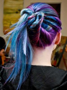 Dye your hair simple & easy to ombre galaxy hair color - temporarily use ombre galaxy hair dye to achieve brilliant results! DIY your hair ombre with hair chalk Funky Hairstyles, Pretty Hairstyles, Straight Hairstyles, Ponytail Hairstyles, Updo, Hairstyles Haircuts, Halloween Hairstyles, Hairstyle Photos, Braided Hairstyle