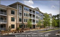 Reserve Collier Hills is a  6 stories apartment community which was built in 2014 and has more than 288 units of studio, one , two and three bedroom apartments.