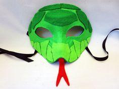 Usted está comprando los patrones digitales para crear la máscara de serpiente de fieltro se muestra. Usted tendrá que comprar fieltro, cartón ligero, Media máscara, cinta, pegamento y tijeras de artesanía muy afilados, con el fin de crear la máscara. Sienta libre de entrarme en contacto con cualquier pregunta
