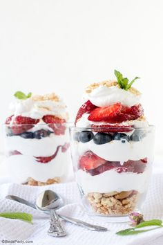 Beat the heat this summer with these No-Bake Summer Berry Parfaits with fresh strawberries and blueberries. Oven Baked French Toast, French Toast Sandwich, Crockpot French Toast, Savoury French Toast, Healthy French Toast, Baked French Toast Casserole, French Toast Rolls, French Toast Sticks, Pumpkin French Toast