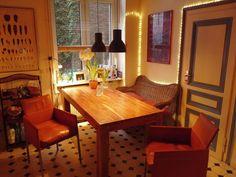 Ein Cooles Und Sehr Gemütliches Esszimmer! Bequeme Sitzgelegenheiten Rund  Um Den Esstisch Sorgen Für Gute