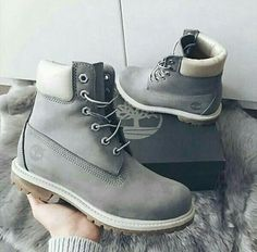 Discovered by Jull. Find images and videos about fashion, style and girls on We Heart It - the app to get lost in what you love. Pretty Shoes, Cute Shoes, Me Too Shoes, Puma Boots, Timberland Boots, Timberlands Shoes, Girls Sneakers, Girls Shoes, Sock Shoes