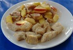 Fokhagymás borban párolt csukafilé Potato Salad, Potatoes, Meat, Chicken, Ethnic Recipes, Food, Beef, Meal, Potato
