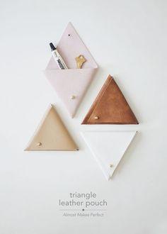 DIY triangle leather pouch - Home Decoration and Diy Crea Cuir, Deco Cuir, Diy Pochette, Ideias Diy, Dollar Store Crafts, Dollar Stores, Leather Pouch, Diy Bags Leather, Diy Leather Goods