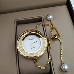- Luxury Watches - Guide des plus Belles montres pour femme tendance 2018 Guide of the most Beautiful watches for trend. Trendy Watches, Cute Watches, Elegant Watches, Cheap Watches, Stylish Watches For Girls, Girl Watches, Women's Watches, Most Beautiful Watches, Ring Verlobung