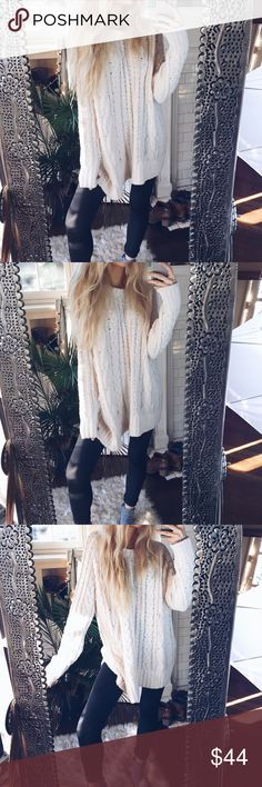[Nwt] Adeline Gemini Plush Woven Sweater Extremely cozy, ultra soft and Plush. Material isn't dense and is very lightweight yet mid-thickness aesthetically. Noticeably comfortable. NWT. Sweaters Crew & Scoop Necks