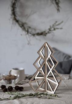 my scandinavian home: mini wooden christmas tree by Be&Liv
