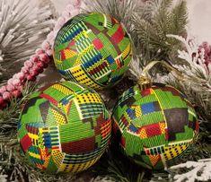 African Ankara Fabric Holiday Ornaments (Dark Green Kente)…great for Christmas or Kwanzaa Decoration Christmas Baubles To Make, Holiday Ornaments, Christmas Crafts, Christmas Ideas, Christmas Decorations, African Christmas, Bowl Fillers, Kwanzaa, Ball Ornaments