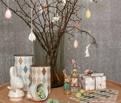 Maileg staat bekend om de muizen en konijnen,en de seizoens collecties waar Kerst en Pasen een hoofdrol in spelen. Op deze pagina staan alle Paas artikelen.