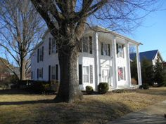 OldHouses.com - 1920 Colonial - Gracious In-Town Living in Keysville, Virginia