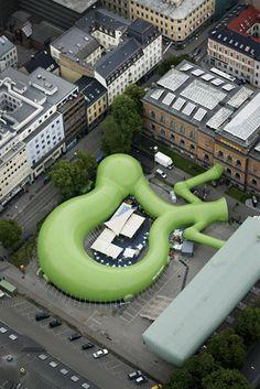 """mmw architects - """"kiss that frog !"""" Pavillon temporaire de l'art faisant fusionner 4 musées de norvège. Structure gonflable."""