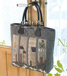 퀼트미 [하우스 토트백] Japanese Patchwork, Japanese Bag, Patchwork Bags, Quilted Bag, Fabric Storage Baskets, Bag Patterns To Sew, Boot Cuffs, Tote Purse, Handmade Bags