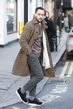 The Best Dressed Men at London, Milan, and Paris Fashion Week Source by arquicarlosfer dress man Men's Fashion, Winter Fashion, Paris Fashion, Men Street, Street Wear, Autumn Street Style, Well Dressed Men, Stylish Men, Swagg