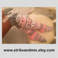 Knit socks with flower knee socks house socks woman knit Knitting Socks, Hand Knitting, Hand Crochet, Knit Crochet, Soft And Gentle, Colorful Socks, Knee Socks, Beautiful Legs, Crochet Flowers