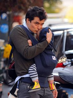 daddy + ergo + stripes. (do not care that this is orlando bloom.)