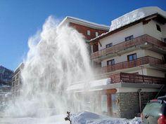 Hotel Lyskamm: HOTEL LYSKAMM BUITENKANT ITALIE WINTERSPORT SKI SNOWBOARD RAQUETTES SCHNEESCHUHLAUFEN LANGLAUFEN WANDELEN INTERLODGE Alps, Snowboard, Waterfall, Paradise, Outdoor, Runway, Italy, Long Distance, Snow