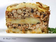 potato mousaka / musaca de cartofi Greek Recipes, My Recipes, Favorite Recipes, Good Food, Yummy Food, Romanian Food, Food Network Recipes, Easy Meals, Food And Drink