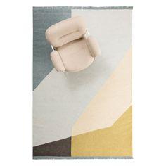 Land Field, mönstrad matta formgiven av Note Design Studio för Fogia. Mattan har en dynamisk men ändå diskret färgpalett och är tillverkad i indisk ull. Land kommer i tre färgställningar. Note Design Studio, Interior Rugs, Sissi, Rust, Fri, Inspiration, Decor, Land, Carpets
