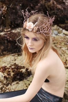The Siren's Song Crown mermaid coral reef seashell quartz crystal point cosplay. You can do the coral with a glue gun. Unicorn Outfit, Unicorn Costume, Unicorn Headband, Mermaid Makeup, Mermaid Hair, Mermaid Costume Makeup, Siren Costume, Seashell Crown, Mermaid Cosplay