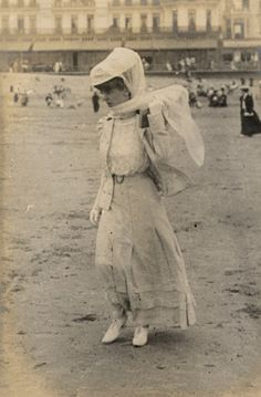 1906 photo, lady on the beach. Skirt has tucks, buttons down the front, belted at waist.