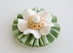 How to make a gum paste brooch on http://cakejournal.com/tutorials/how-to-make-a-gum-paste-brooch/