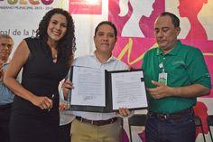 """Gobierno de Acapulco ] ACAPULCO, Gro. * 06 de junio de 2017. Para contribuir en la construcción de una sociedad dinámica que tenga en la equidad de género una de sus bases, el presidente municipal Evodio Velázquez, encabezó el programa """"Martes de Mujer"""", donde firmó dos convenios de colaboración..."""