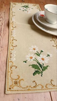 Beautiful floral cross stitch embroidered tablerunner tablecloth /doily in good condition. Spotless. The size is: 21 x 7 The material is linen, cottonthread International shipping Also offer combined shipping and refund if the shipping cost is overpaid. Contact me if you have questions
