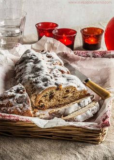 ^^ stollen navidad by Miriam Garcia New Year's Desserts, Cookie Desserts, Delicious Desserts, Christmas Deserts, Christmas Baking, Christmas Recipes, Bread Maker Recipes, Pan Dulce, Pan Bread