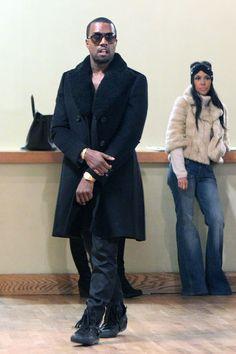 Kanye_Gucci_Aviator_Sunglasses_Burberry_Coat_fur_collar.jpg (396×594)