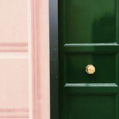 beautiful colour palette in Santa Margherita near Portofino. Blush pink, emerald green and brass. green and pink interior home decor