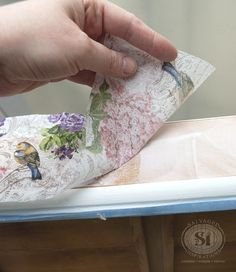 How To Decoupage with Napkins decoupaging drawers w napkins Napkin Decoupage, Decoupage Tutorial, Decoupage Paper, How To Decoupage Wood, How To Decopage Furniture, Decoupage Drawers, Decoupage Ideas, Decoupage Vintage, Crafts To Make