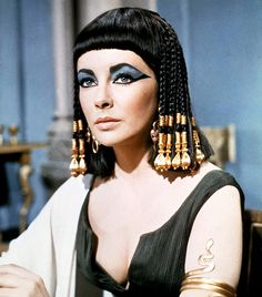 Ancient Egyptian Cat-Eye via @byrdiebeauty