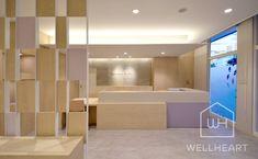 ホスピタリティを重視した患者さまのためのクリニックデザイン。豊富な医院設計の実績とノウハウ。 設計から施工まで自社による責任管理で安心のクオリティ。医院・クリニック専門の一級建築士設計事務所です。 ロゴマークやリーフレットのデザインまでブランディングとしてのクリニックデザインを目指しています。 Pharmacy Design, Internal Design, Delivery Room, Shop Buildings, Hospital Design, Clinic Design, Concept Board, Health Care, Indoor