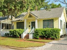 Beaufort- Cozy 1940s Cottage in the Heart of the Historic District!