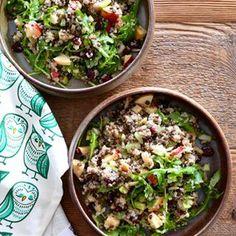 Un beau mélange revigorant et savoureux de quinoa et de lentille, la recette est sur le blogue, lien en haut en bio ! 🇬🇧A yummy combination of quinoa and lentils, this healthy and flavourful recipe is on my blog. Happy Sunday ! #unemerepouledingue #mtlblog #mtlfood #mtlfoodie #quinoa #salade #bienmanger #mangersain #mangersanté #mangerhealthy #mangersainement #mangersainetbon #plantbased #vegetarien #vegetalien #vegan #flexitarien #frenchblogger #salad #healthyfood #healthyfoodie #... Manger Healthy, Nutrition, Tacos, Good Food, Ethnic Recipes, Bio, Pasta With Chicken, Lentil Salad, Cooking Recipes