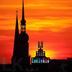 Petri, Reinoldi und U-Turm  Wer backt Plätzchen? ;-)  Foto Lutz Kampert  #Dortmund #DortmunderU #Reinoldikirche #Sonnenuntergang