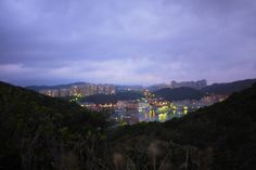 夜幕低垂後的八斗子漁港 Baduozhi fish port